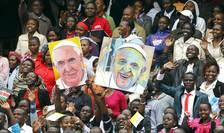 Portrete ale Suveranului Pontif, la Nairobi, în Kenya (Foto: Reuters/Stefano Rellandini)