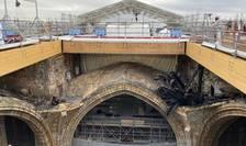 Paris: În locul acoperisului de la Notre Dame se poate vedea o imensa gaura, 15/04/2021 - la doi ani de la incendiul care a distrus o parte din catedrala Notre Dame de Paris.