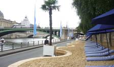 Paris Plage este amenajata an de an, pe 2,5 km,pe malurile Senei
