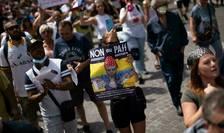 In ziua de 7 august 2021 au iesit în toatà Franta aproape 240.000 de oameni ca sà protesteze contra pasaportului sanitar.