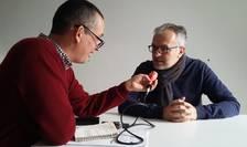 """Vasile Damian cu Philippe Couve, patronul Samsa si organizatorul """"Intâlnirilor francofone ale filmelor video cu telefoane mobile"""""""