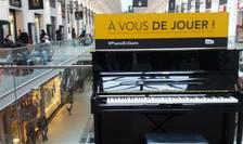 Piano en gare este un proiect prin care au fost amplasate 70 de piane în tot atâtea gari din Franta pentru a fi utilizate gratuit de public.