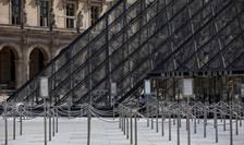 Piramida de la Muzeul Louvre, una dintre intrarile în celebrul muzeu parizian, 23 iunie 2020.