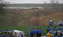 Politia poate fi vazuta la locul unui accident de tren - un TGV a deraiat nu departe de Strasbourg, la Ingeheim, în estul Frantei, 05 martie 2020.