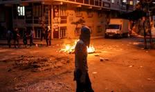 Protestatar mascat, la Istanbul (Foto: Reuters/Huseyin Aldemir)