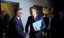 Bronislaw Komorowski (s) şi Andrzej Duda (Foto: Reuters/Wojciech Grzedzinskii/KPRP-Palatul Prezidenţial)