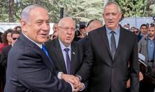 Premierul israelian, Benjamin Netanyahu,presedintele Reuven Rivlin si Benny Gantz - lider al partidului Albastru-Alb în cadrul unei ceremonii în memoria lui Shimon Peres, 19 septembrie 2019.