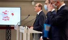 Premierul Jean Castex pe 15 octombrie la Paris într-o conferinta de presa alaturi de ministrul Sanatatii, Olivier Véran si cel al Economiei, Bruno Le Maire.