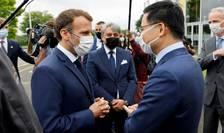 Presedintele francez Emmanuel Macron întâlneste reprezentantul investitorilor chinezi implicati în proiectul mega-uzinei Envision la Douai, în nordul Frantei, 28 iunie 2021.