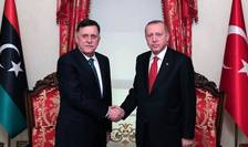 Presedintele guvernului de uniune nationala Fayez al-Sarraj dadea mâna cu presedintele Turciei, Recep Tayyip Erdogan pe 27 noiembrie 2019 la Istanbul.