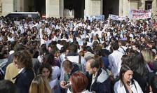 Medicii au pichetat sediul Ministerului Sanatatii