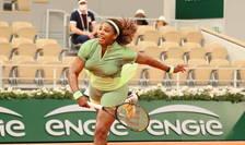 Serena Williams a învins-o pe Mihaela Buzàrnescu în trei seturi, 6-3/5-7/6-1 într-un meci contând pentru turul doi al Internationalelor de tenis ale Frantei, 2 iunie 2021.