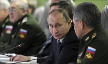 Presedintele rus Vladimir Putin si ministrul rus al Apàràrii Serghei Soigu