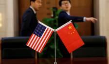 Razboiul comercial între Statele Unite si China trece într-o noua etapa prin impunerea de noi taxe vamale.