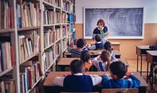 Școlile se redeschid din 8 februarie (Sursa foto: Facebook/World Vision România)