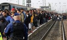 Refugiaţi, în Ungaria (Foto: Reuters/Leonhard Foeger)