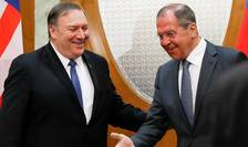 Mike Pompeo şi Serghei Lavrov în cursul unei precedente întîlniri, la Soci, în mai 2019
