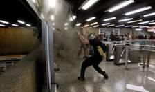 Proteste violente, la metroul din Santiago de Chile (Foto: Reuters/Carlos Vera)