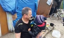 Robert Lawrie în tabàra de refugiati de la Calais