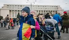 Copii, la protestele din Piaţa Victoriei (Foto: Arhivă AFP, 4 februarie 2017/Andrei Pungovschi)