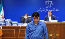 Rouhollah Zam, în iunie 2020 la Teheran, în cadrul procesului în care a fost condamnat la moarte prin spânzurare. Pedeapsa a fost executata la 4 zile dupa ce a fost data sentinta.