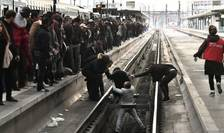Gare de Lyon, Paris, 3 aprilie 2018, o persoana a cazut de pe peron din cauza aglomeratiei.