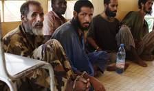 """Islamisti radicali arestati în 2013 de soldati francezi la Tombuctu în Mali, acolo unde încep filmàrile pentru """"Salafistes"""""""