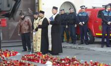 Un sobor de preoți ortodocși a oficiat o slujbă în fața clubului Colectiv