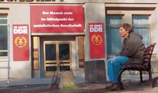 Scena din filmul 'Good Bye, Lenin'. Un film care evocă foarte bine căderea comunismului în Germania de Est