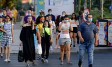 Masca a devenit obligatorie în spațiile deschise aglomerate din București (Sursa: MEDIAFAX FOTO/Andreea Alexandru)