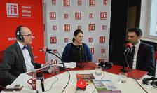 Sergiu COSTACHE, Anca MOLDOVAN si Mihai ȘAPERA in studioul de emisie RFI Romania
