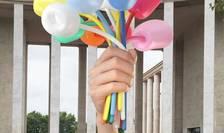 Simulare a operei realizate de artistul american Jeff Koons si intitulate 'Buchet de lalele'