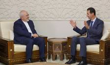 Presedintele sirian Bachar al-Assad si ministrul iranian de externe Mohammad Javad Zarif, luni 3 septembrie 2018, la Damasc.
