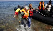 În Europa intră în fiecare zi peste 8.000 de refugiați, majoritatea din Siria