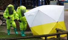 Cortul medical pus deasupra bàncii pe care au fost gàsiti Serghei si Iulia Skripal dupà otràvirea lor la Salisbury pe 4 martie 2018