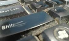 Mai multe studii şi experimente arată cât de murdară e tastatura calculatorului (Foto: RFI/Cosmin Ruscior)