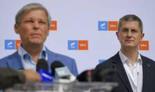 Dacian Cioloș și Dan Barna intră în turul secund al alegerilor din USR PLUS (Sursa: MEDIAFAX FOTO/Andreea Alexandru)