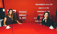 Andreea Pietroșel și Ruxi Marin Micsunescu in studioul de inregistrari RFI Romania