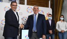 Victor Ponta și Călin Popescu Tăriceanu își dau mâna, după fuziunea dintre Pro România și ALDE (Sursa foto: Facebook/ALDE România)