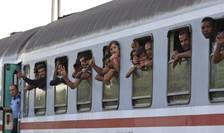 Imigranţi într-un tren în Ungaria (Foto: Reuters/Bernadett Szabo)