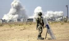 Soldat turc, la graniţa turco-siriană (Foto: AFP/Bulent Kilic/arhivă)