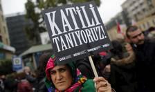 """Proteste după atentatul de la Ankara. Pancartele celor prezenți afișau același mesaj: """"Cunoaștem ucigașul!"""""""
