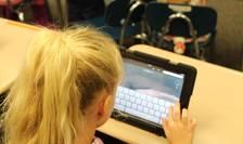 Cum îi protejăm pe copii de abuzurile pe net? (Sursa foto: pixabay)