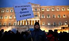 Un manifestant împotriva reformelor extrem de dure pe care Atena a trebuit sa le ia în schimbul ajutorului financiar, 11 februarie 2015, Atena.