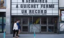 Un mesaj poate fi văzut pe fațada teatrului L'Européen din Paris, pe 22 aprilie ce evocă, cu umor, că sala de spectacol este îinchisă de 6 săptămâni.