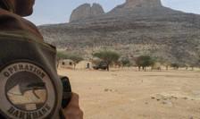 Un soldat francez din operatiunea Barkhane Force într-o baza a FAMa (Fortele armate din Mali).