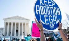 Manifestanţi pro-avort în faţa Curţii supreme de justiţie de la Washington, 4 martie 2020
