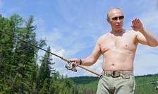 Vladimir Putin, în vacanţă, la pescuit (arhivă)