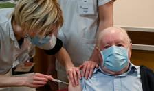 Vaccinare într-un azil de bàtrâni din Burgundia (Franta), 30 decembrie 2020.