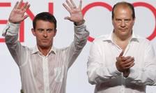 Manuel Valls, premierul Frantei si Jean-Christophe Cambadélis, secretarul national al Partidului socialist, la tribuna universitàtii de la varà de la Rochelle